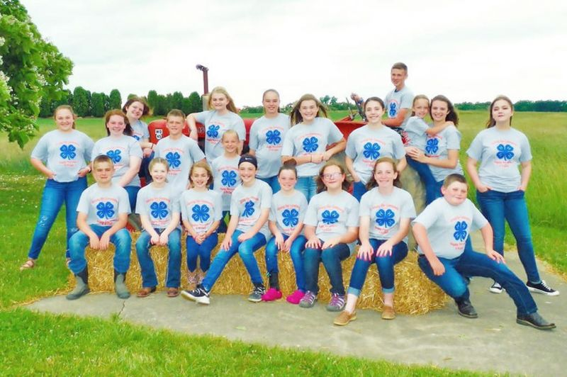 4-H club members meet online