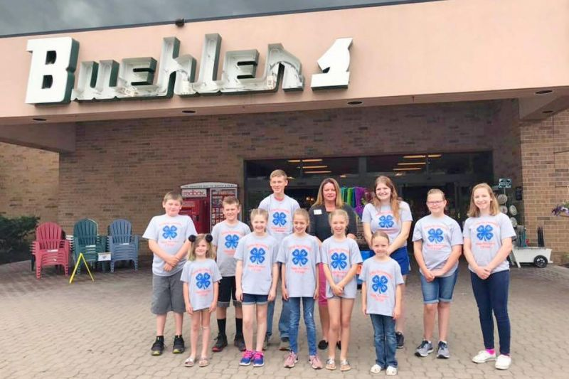 4-H club visits local grocer