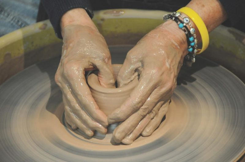 Art center offers pottery class