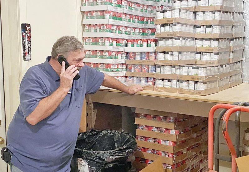 Church food pantry meets Thanksgiving Day rush