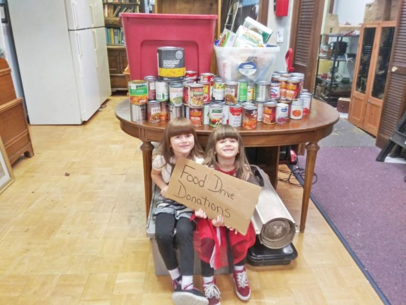 Local business hosts food drive