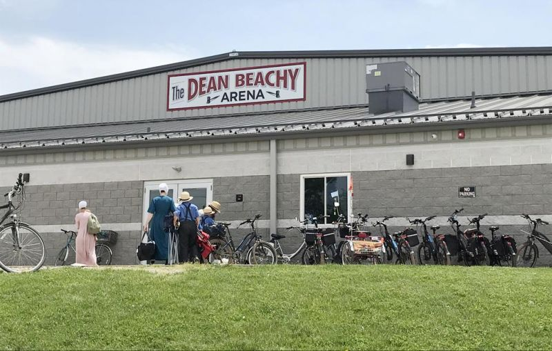 Mt. Hope Auction dedicates newly named Dean Beachy Arena