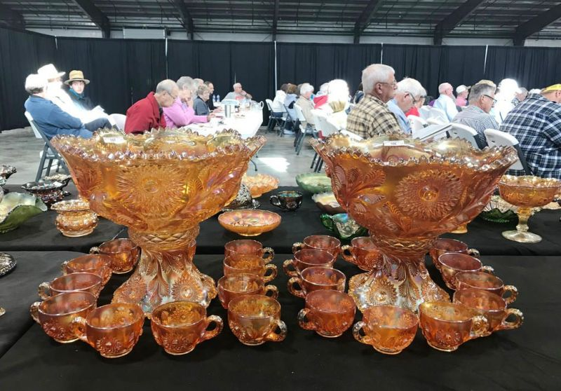 Glass collectors revel in a pre-auction gathering