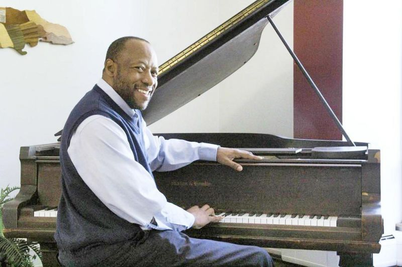 Pianist to perform in Dover